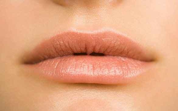 Μυστικά για βελούδινα και υγιή χείλη