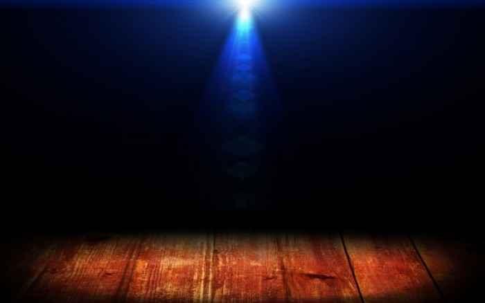 Νέα έρευνα συσχετίζει το φως τη νύχτα με τον καρκίνο – Ποιες είναι οι συστάσεις των ειδικών