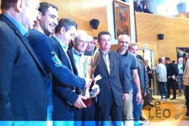 Ο Μπουτάρης τιμά την ομάδα βόλεϊ του ΠΑΟΚ