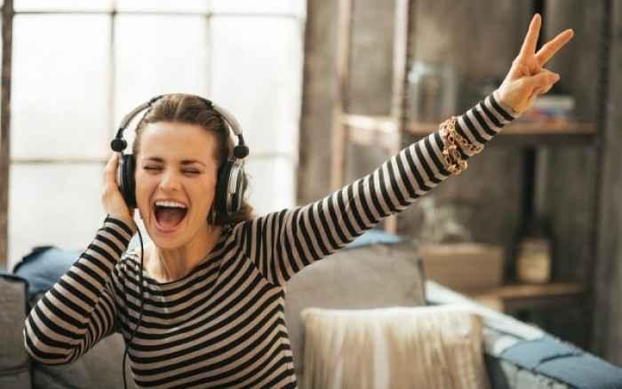 Ο σοβαρός κίνδυνος από τη χρήση ακουστικών για πάνω από 1 ώρα/ημέρα
