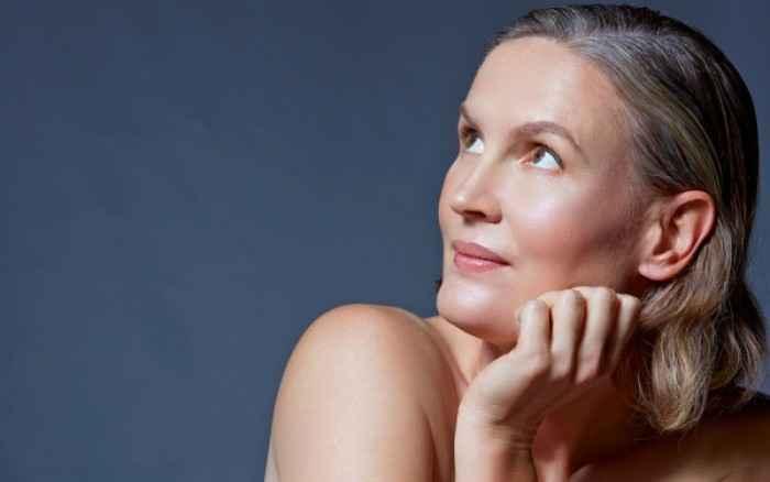 Πέντε αλλαγές που συμβαίνουν στο δέρμα σας κατά την εμμηνόπαυση
