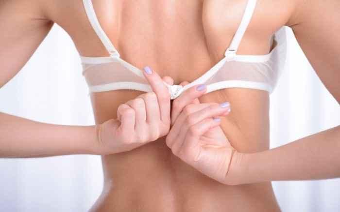 Πόνοι στη μέση και καούρα λόγω… σουτιέν;