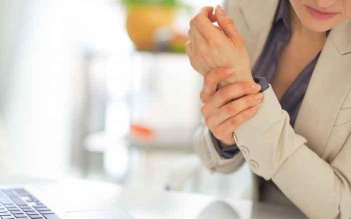 Πόνοι στις αρθρώσεις: Πού οφείλονται και πώς θα τους προλάβετε