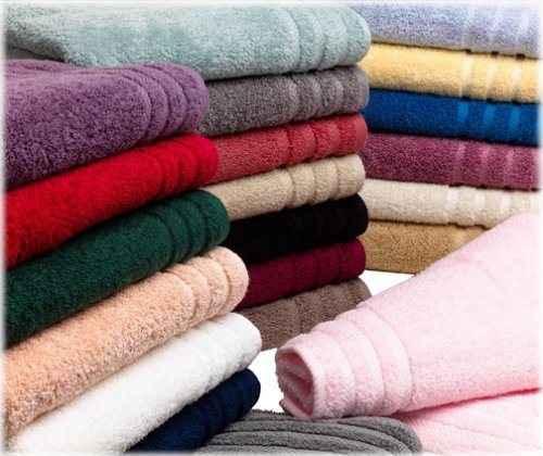 Πώς να διώξεις τη μούχλα από τις πετσέτες του μπάνιου