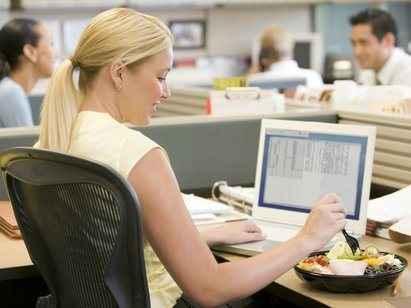 Συμβουλές για υγιεινές διατροφικές επιλογές στο γραφείο