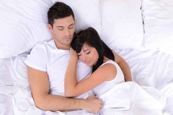 Τι περνάει από το μυαλό του την πρώτη φορά που κοιμάστε μαζί;
