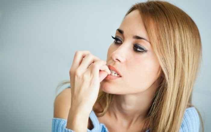 Τι σημαίνει όταν κάποιος τρώει τα νύχια του; Οι ειδικοί απαντούν!