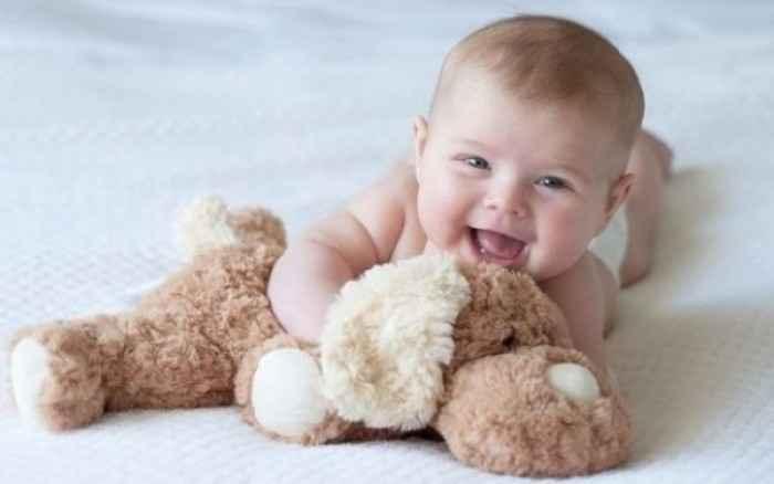«Ποιο είναι το φυσιολογικό βάρος για το μωρό μου;» Όλα όσα πρέπει να γνωρίζετε για το πρώτο χρόνο ζωής του μωρού σας