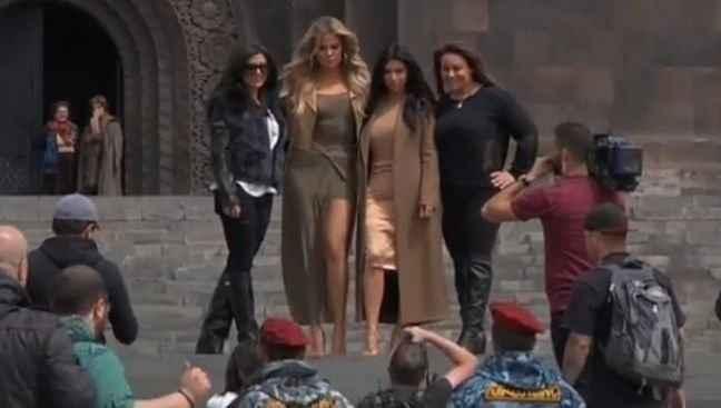 Έστρωσαν κόκκινο χαλί για την Καρντάσιαν οι Αρμένιοι