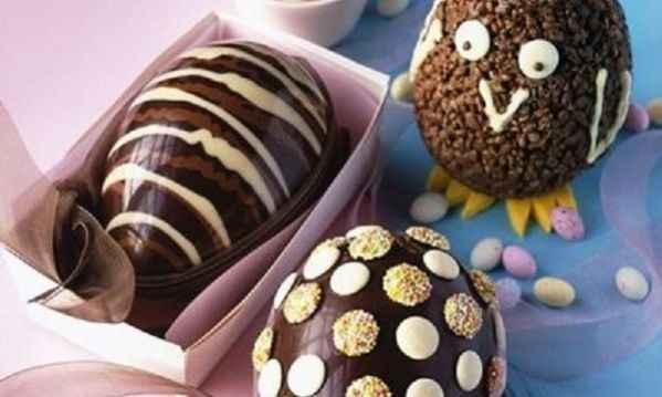 Έτσι θα φτιάξετε εντυπωσιακά σοκολατένια αυγά για το Πάσχα, εύκολα και οικονομικά!
