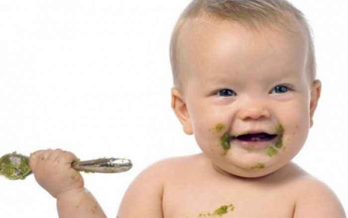 Αυτές είναι οι τροφές που πρέπει να εισάγετε στη διατροφή του παιδιού σας πριν γίνει 1 έτους!