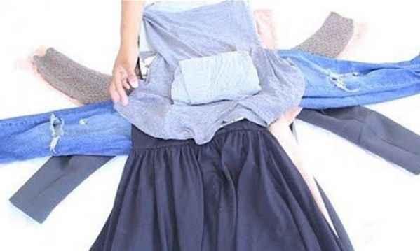 Αυτό είναι το κόλπο για να διπλώσετε ρούχα που θα χωρούν σε αποσκευή χειρός στο αεροπλάνο!