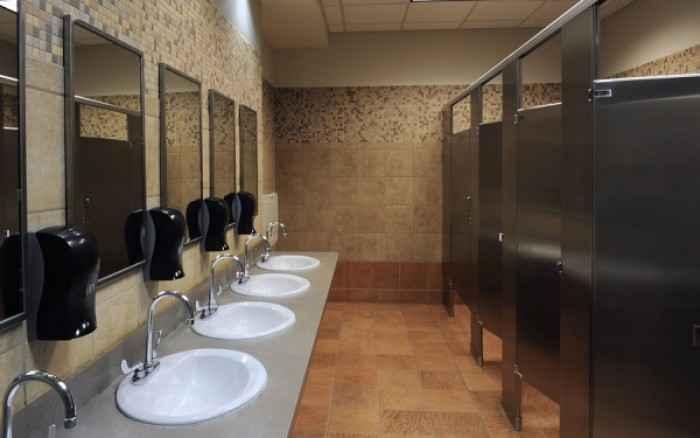 Δημόσιες τουαλέτες & ουρολοίμωξη: Το λάθος που όλοι κάνουμε
