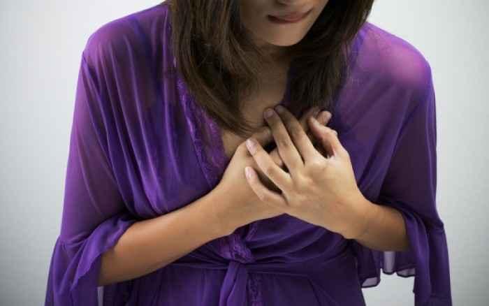 Ενόχληση στο στήθος: Αυτές είναι οι πιθανές αιτίες