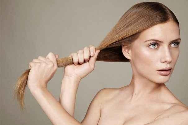 Ισιώστε τα μαλλιά σας… με φυσικό τρόπο
