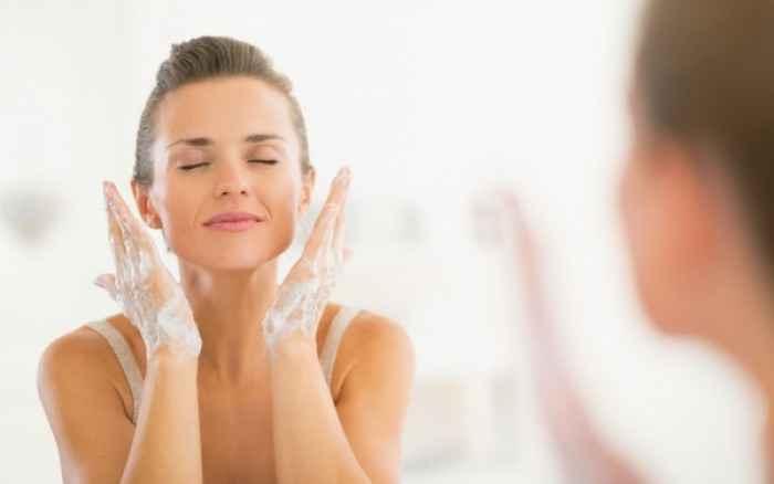 Πλύσιμο προσώπου: Τρία λάθη που κάνετε με το σαπούνι