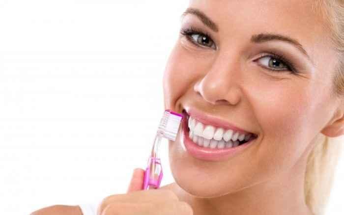 Πώς επηρεάζουν τα δόντια οι όξινες τροφές
