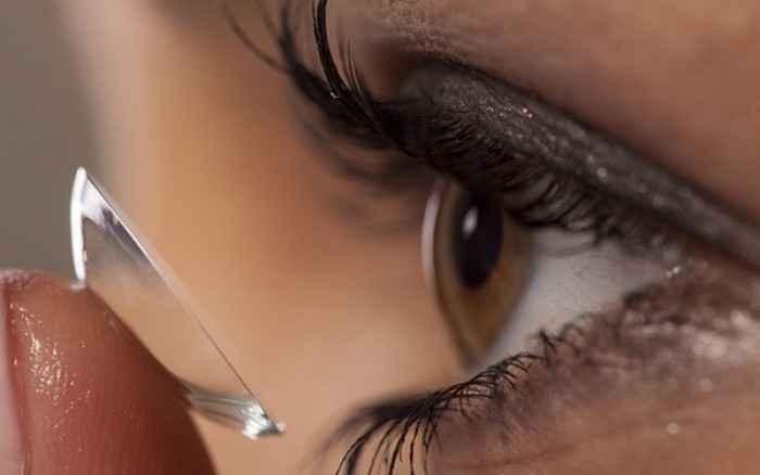 Πώς θα κάνετε μακιγιάζ-ντεμακιγιάζ ματιών εάν φοράτε φακούς επαφής