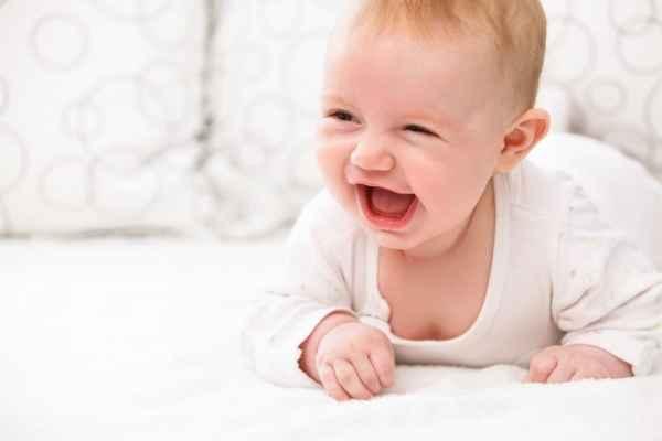 Πώς να κάνω το μωρό μου να χαμογελάσει