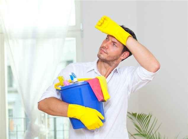 Πώς οι δουλειές του σπιτιού επηρεάζουν θετικά τους άντρες