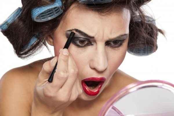 Τα λάθη στο μακιγιάζ που σας κάνουν να φαίνεστε μεγαλύτερη