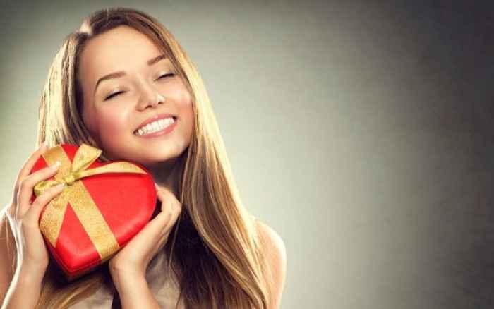 Το top 6 των αντιγηραντικών θεραπειών για τέλειο χαμόγελο