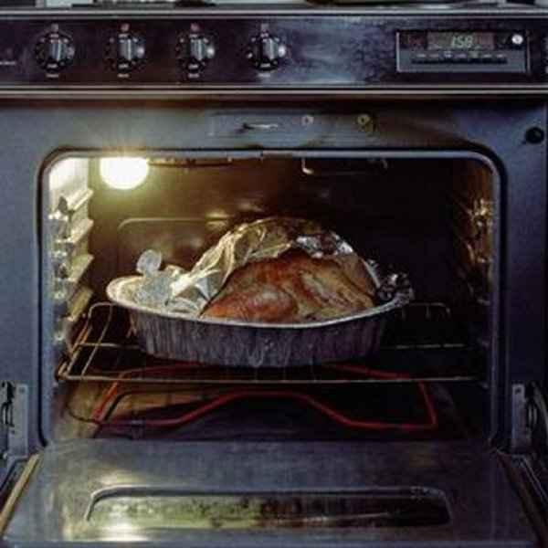 Υπολείμματα καμμένου φαγητού στον φούρνο; Εξαφανίστε τα!