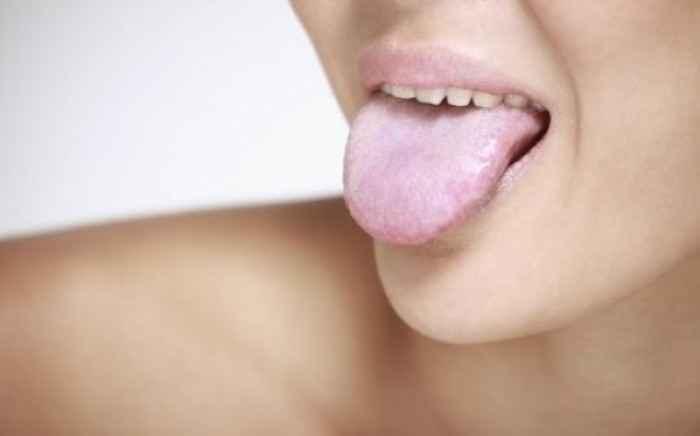 Υποψίες για μύκητες στη γλώσσα; Κάντε το τεστ του 1 λεπτού!