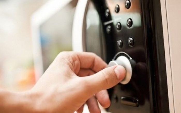 7 χρήσεις του φούρνου μικροκυμάτων που σίγουρα θα σου λύσουν τα χέρια