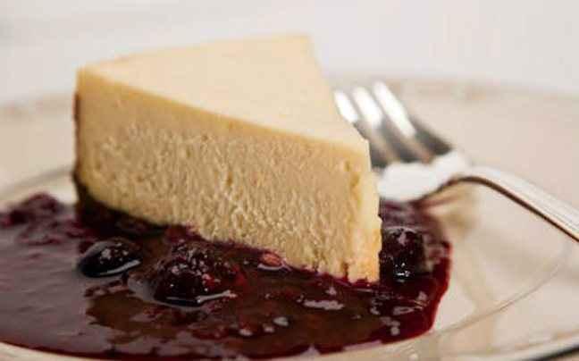 Cheesecake με βάση από πασχαλινά κουλουράκια
