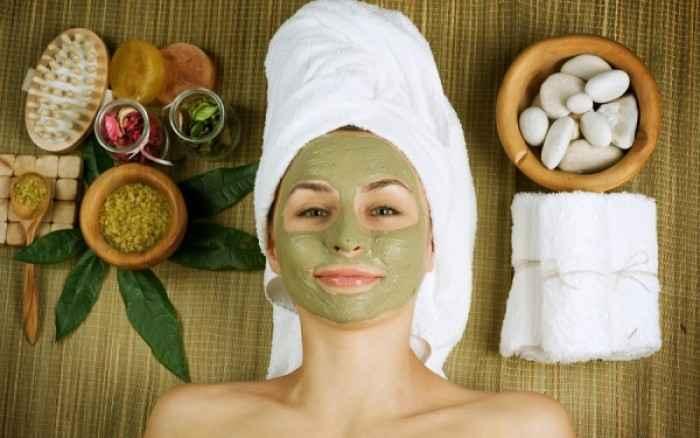 Έχετε λιπαρή επιδερμίδα; Δοκιμάστε μία μάσκα με πράσινο άργιλο
