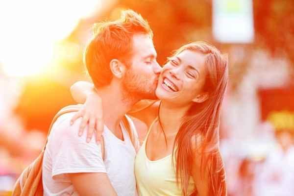 Όσα κάνουν οι γυναίκες στην αρχή της σχέσης και δεν το παραδέχονται