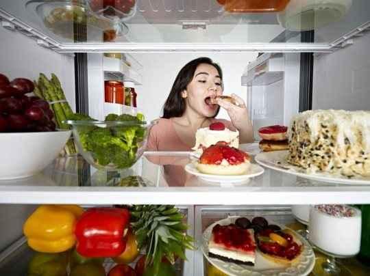 Βρήκαν αιτιολογία οι νυχτερινές εξορμήσεις στο ψυγείο