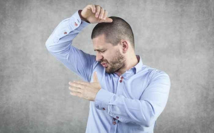 Βρωμιδρωσία: 3 λόγοι που ο ιδρώτας μυρίζει πολύ άσχημα