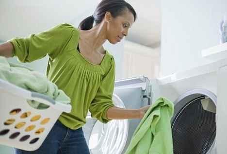 Γιατί πρέπει να πλένετε αμέσως τα καινούρια ρούχα