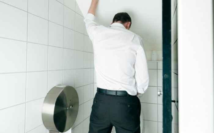 Δυσκολία στην ούρηση: Ποια προβλήματα υγείας δείχνει