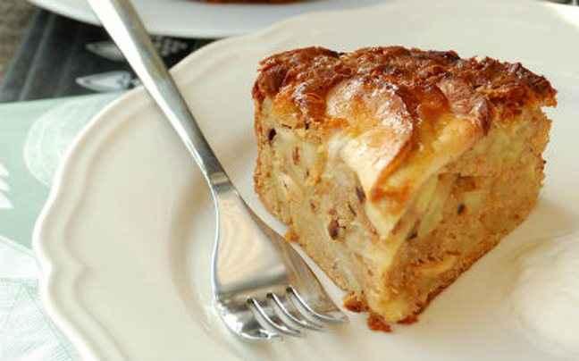 Εύκολο κέικ με μήλο και σταφίδες