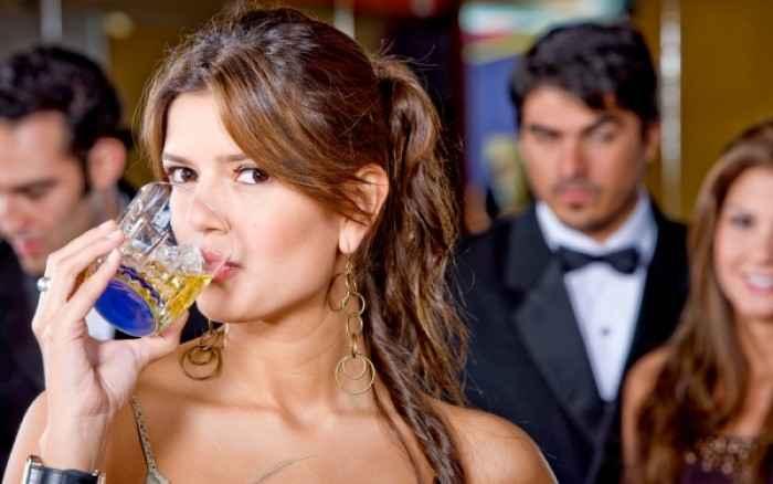 Η συνετή κατανάλωση αλκοόλ βελτιώνει την ποιότητα ζωής