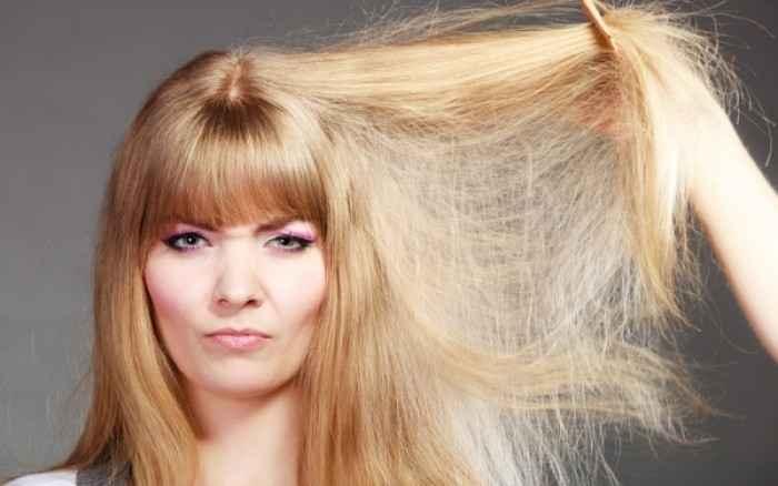 Ξηρά μαλλιά; Αυτές είναι οι πιθανές αιτίες