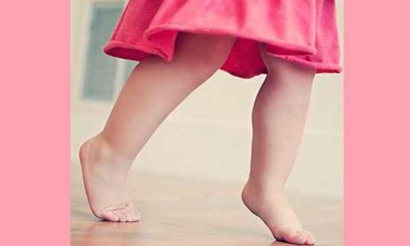 Περπατάει το παιδί σας στις μύτες των ποδιών του; Δείτε πότε να ανησυχήσετε!
