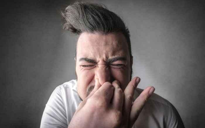 Πρέπει να «κόβουμε» το φτέρνισμα ή όχι; Τι λένε οι ειδικοί