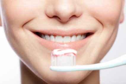 Τα καλύτερα tricks για λευκά δόντια