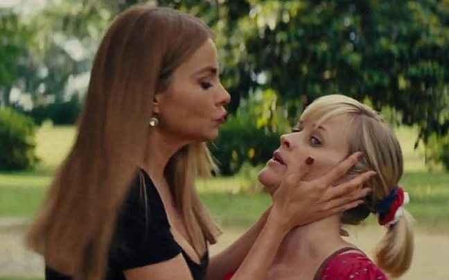 Το καυτό φιλί της Βεργκάρα με την Ρις Γουίδερσπουν