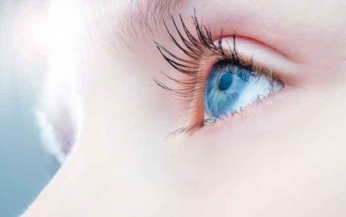 Το οπτικό εμφύτευμα που χαρίζει βιονική όραση