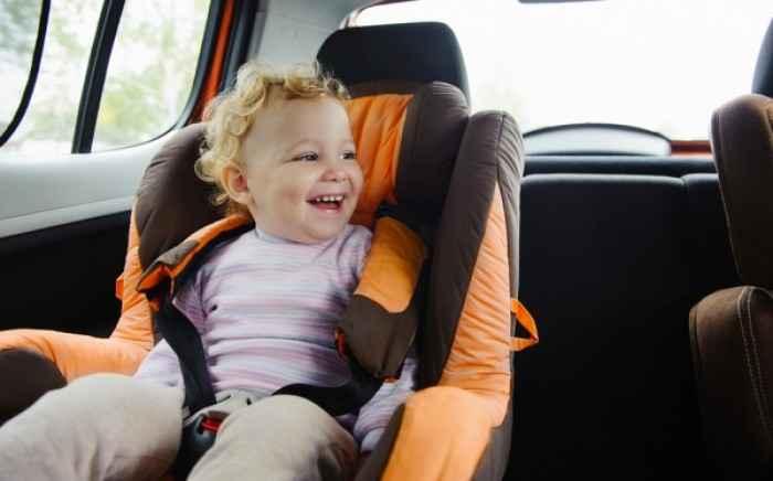 Το πιο συχνό και σοβαρό λάθος που κάνουν οι γονείς όταν βάζουν το παιδί στο αυτοκίνητο