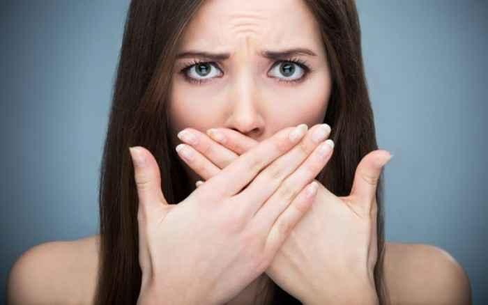 HPV στόματος: Πώς μεταδίδεται, ποια η σχέση του με τον καρκίνο