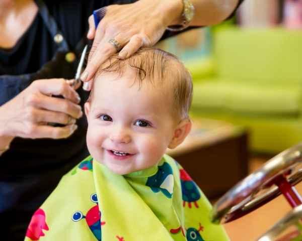 Tips για το πρώτο κούρεμα του παιδιού