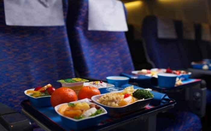 Γιατί το φαγητό στο αεροπλάνο είναι άγευστο