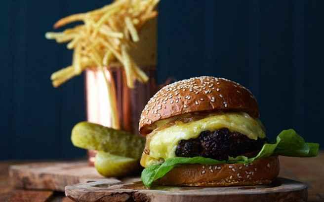 Γιατί το fast food μάς κάνει κυκλοθυμικούς