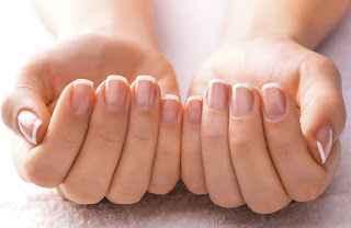 Δείτε πόσοι τρόποι υπάρχουν για να κάνετε τα νύχια σας κατάλευκα!
